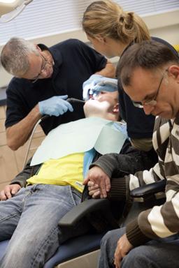 20090416164518719_kind-behandeld-in-tandartss