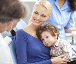 De tandarts of mondhygiënist geeft je adviezen om het gebit van je kind gezond te houden