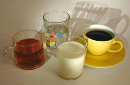 Water, koffie (zonder suiker) en gewone thee (zonder suiker) en melk zijn niet zuur