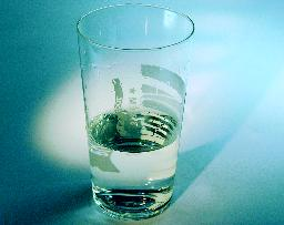 Neutraliseer zuur met water, melk of kaas